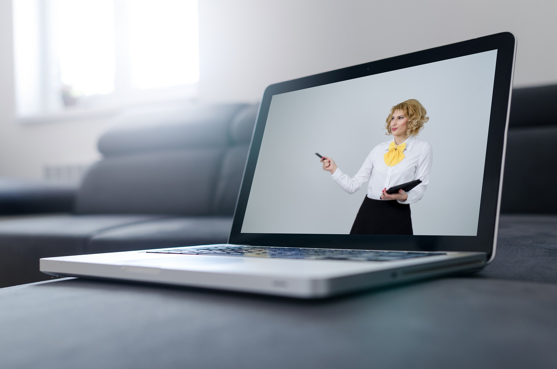 Coronavirus Confinement: 5 Reasons Why Meetings Through Zoom Are So Strenuous